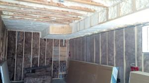 spray foam insulation & fiberglass wall batts