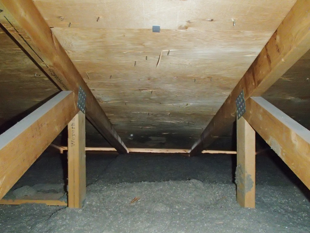 daylight in the air space above insulation stops is evidence of positive soffit ventilation